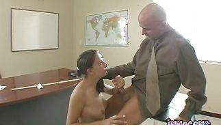 Meat loving fascinating brunette Kelly Kline is having wild sex with boyfriend cuz she likes his dangler