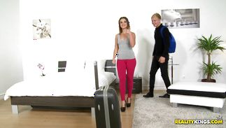 Smooth copher of a shameless brown-haired Emma Brown gets gratified to the maximum