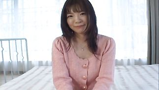 Shameless bosomed Nao Mizuki has an urge to rub her skinny pussy
