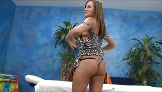Slim floosy Kymber Lee strips and shows her hawt body
